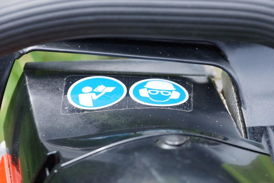 Lautstärkehinweis Benzinkettensäge